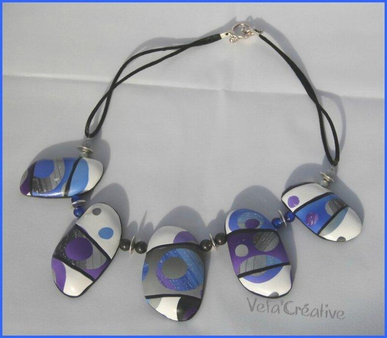 collier_creux_bubulles_bleu_violet2