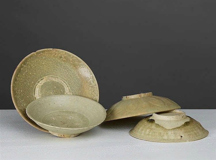 Lot composé de 4 assiettes céladon, Vietnam, dynastie des Trần-Lê, 13°-16°siècle