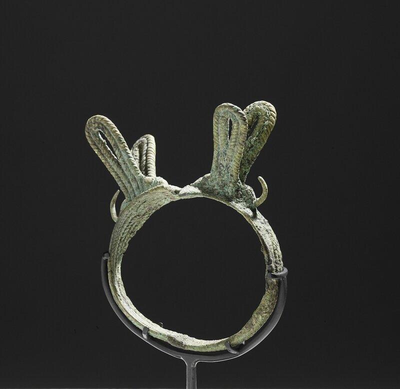 Rare bracelet orné de deux libellules, Vietnam, Culture de Đông Sơn, 3°-1° siècle BC