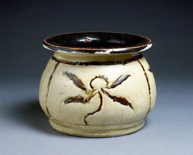 Vase de type crachoir, dynasties Lý et Trân (13e-14e siècle)