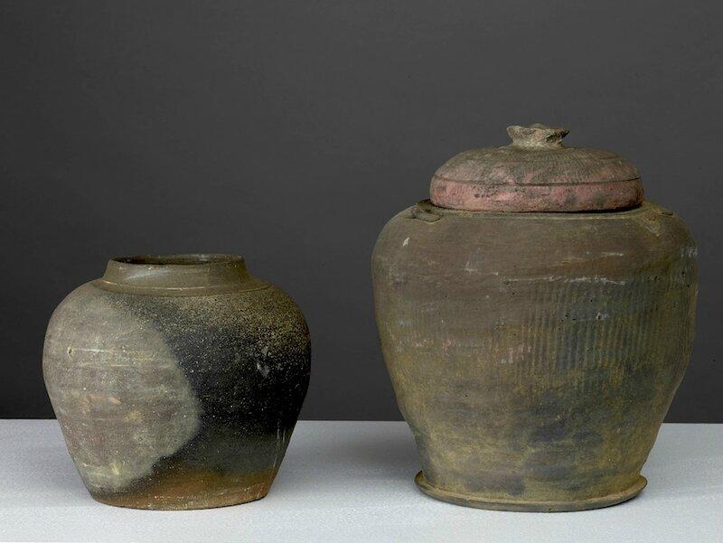 Lot composé de deux pots, Vietnam, dynastie des Lê, 15-16° siècle