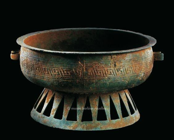 Vase sur pied, chân cao, Vietnam, culture de Dông Son, Début de la période Nam Viêt ou Giao Chi (IVe-IIIe siècle avant J