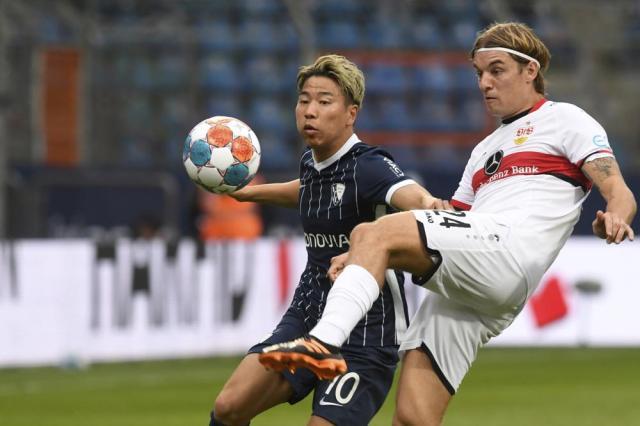 VfL Bochum 1848's Takuma Asano, left, and Stuttgart's Borna Sosa vie for the ball during their Bundesliga soccer match in Bochum, Germany, Sunday, Sept. 26, 2021. (Bernd Thissen/dpa via AP)