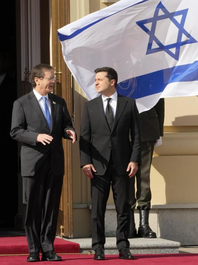 Ukrainian President Volodymyr Zelenskyy, right, and Israeli President Isaac Herzog attend a welcome ceremony ahead of their meeting in Kyiv, Ukraine, Tuesday, Oct. 5, 2021. (AP Photo/Efrem Lukatsky)