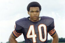Chicago Bears' Hall of Fame Running Back Gale Sayers Dead at Age 77