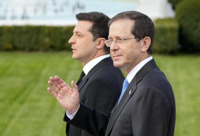 Ukrainian President Volodymyr Zelenskyy, left, and Israeli President Isaac Herzog attend a welcome ceremony ahead of their meeting in Kyiv, Ukraine, Tuesday, Oct. 5, 2021. (AP Photo/Efrem Lukatsky)