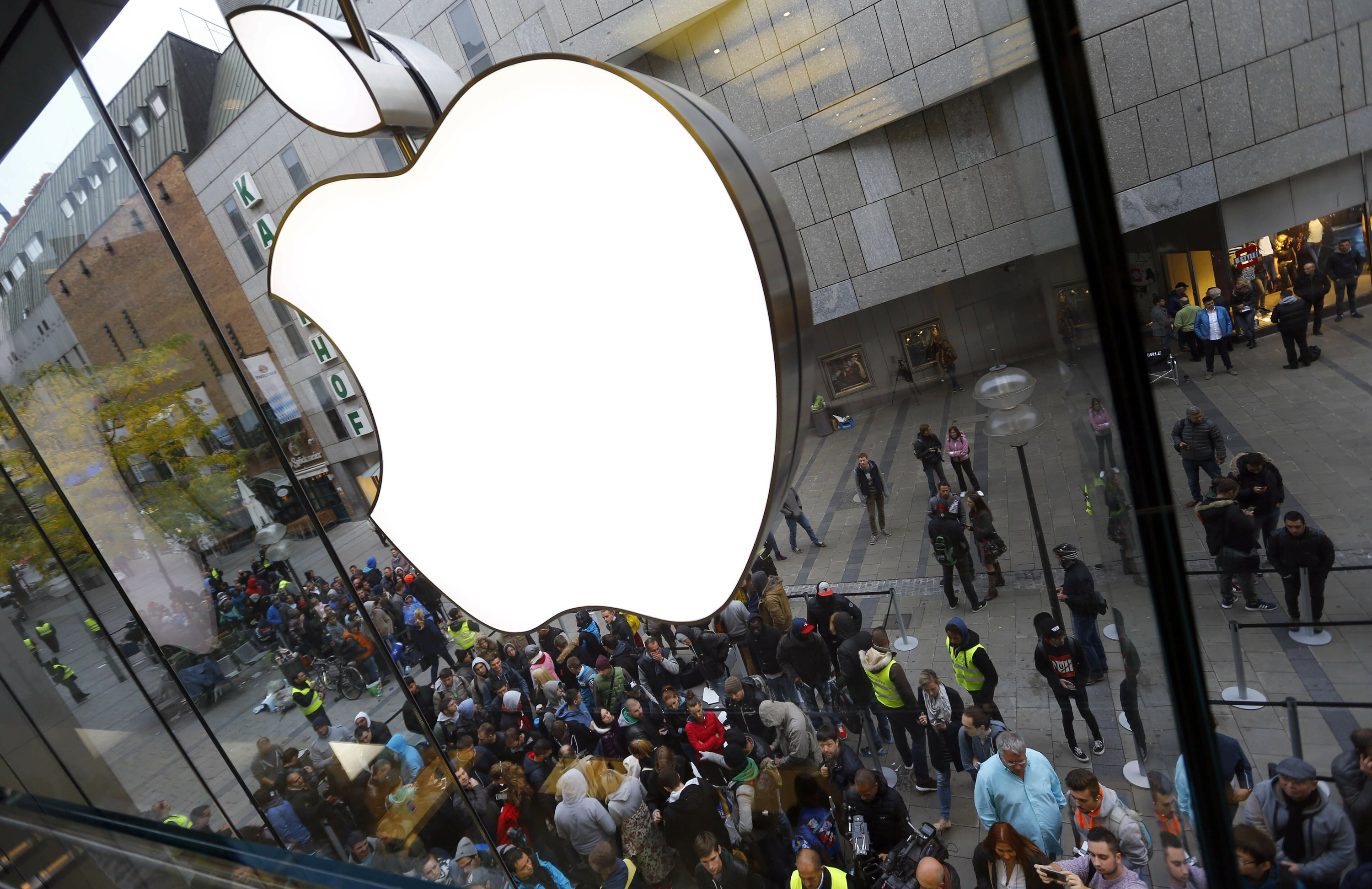 Apple calls for security upgrade for iPhones and iPads