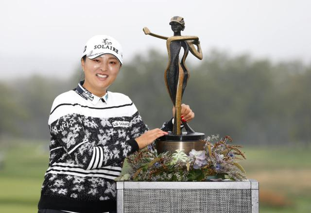 Jin Young Ko, of Korea, with trophy after winning the Cognizant Founders Cup, Sunday, Oct. 10, 2021, in West Caldwell, N.J. (AP Photo/Noah K. Murray)
