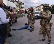Ukraine hostage-taker after 12 hours surrenders; all hostages were freed unharmed