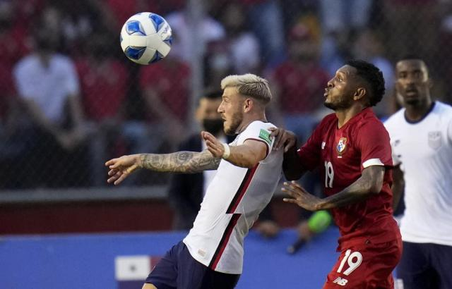 United States´ Paul Arriola, left, and Panama's Alberto Quintero battle for the ball during a qualifying soccer match for the FIFA World Cup Qatar 2022 at Rommel Fernandez stadium, Panama city, Panama, Sunday, Oct. 10, 2021. (AP Photo/Arnulfo Franco)