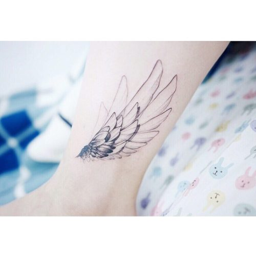 Angel wing tattoo on the leg by Banul