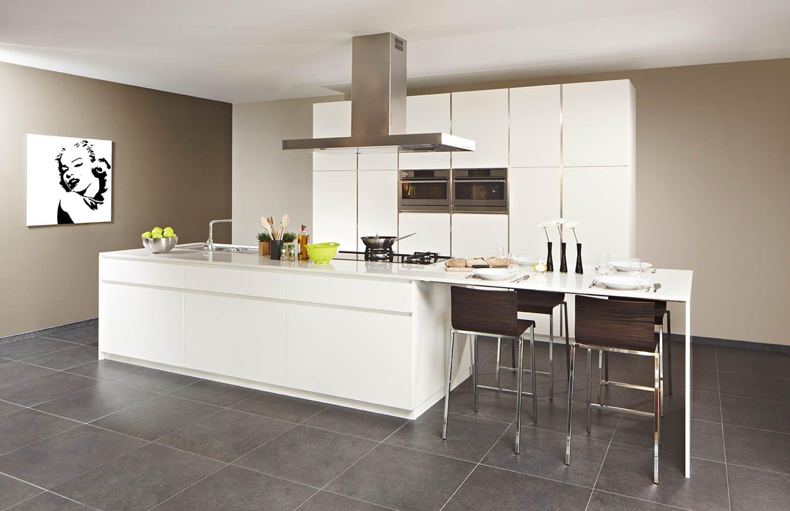 cuisine moderne blanche avec ilot