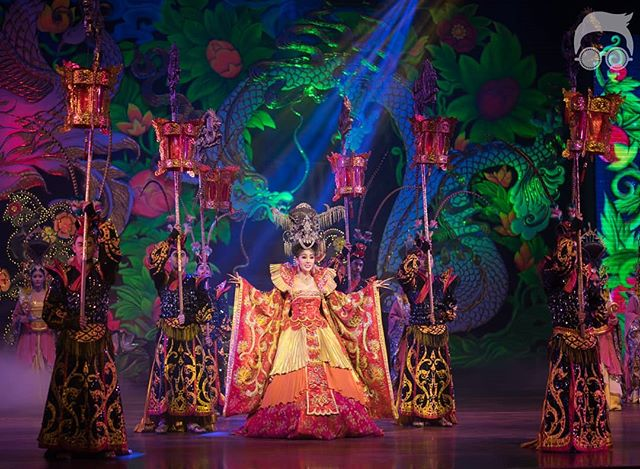 Alcazar show is n entertainment show which is suitable for all ages.