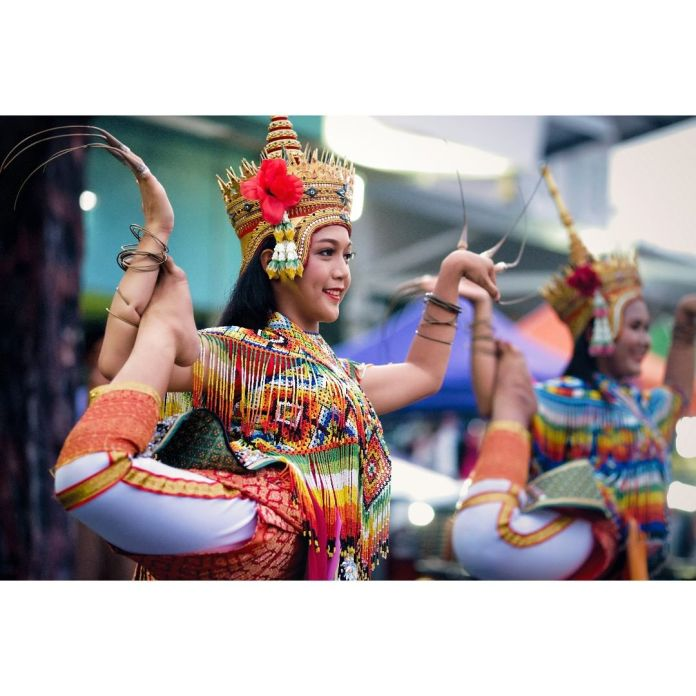 Observing Menora dance when travel to Thailand