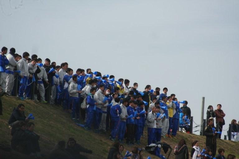 多くの選手が応援に駆けつけた山梨学院大附属