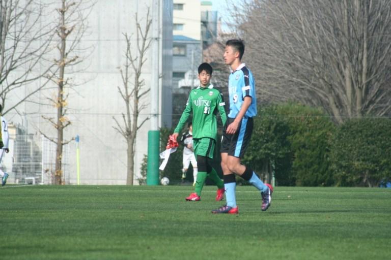 早坂勇希選手と新井秀明選手。前半はスコアレスとなった
