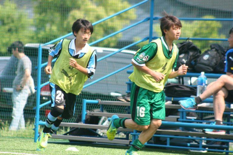 出場に備える上野暁選手㊧と鈴木嵐大選手