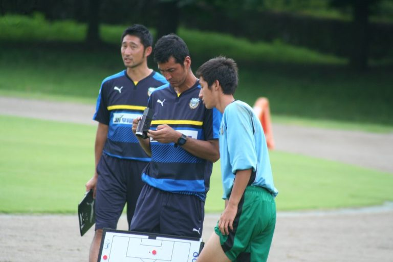 寺田周平監督、鈴木洋平GKコーチ、この日は裏方としてチームを支えたGK安福祐一選手