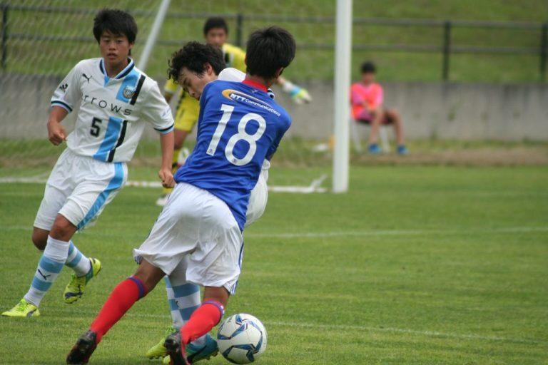 マリノスの攻勢に対応する森璃太選手と有田恵人選手