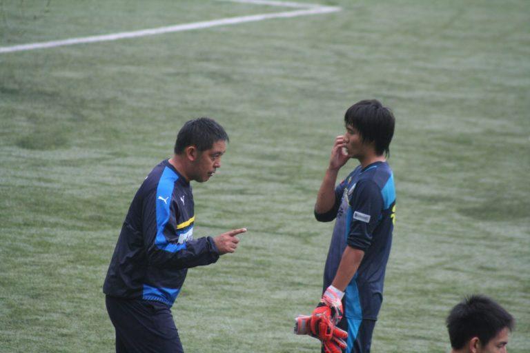 浦上壮史GKコーチから指導されるGK浅川将輝選手