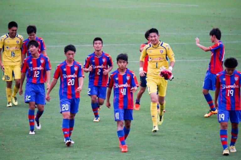 フロンターレのゴール裏にはFC東京の選手たちもあいさつに訪れた