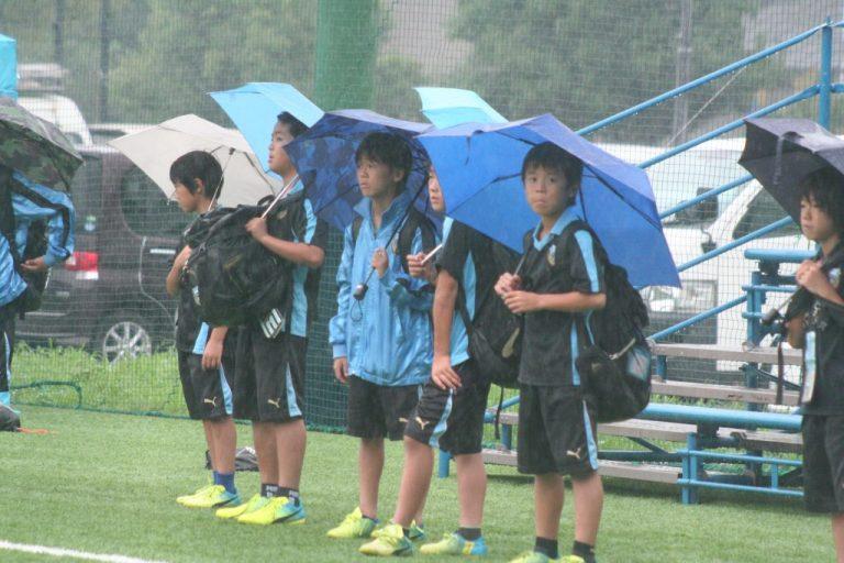 フロンターレU-12の五年生たちも試合を見守った