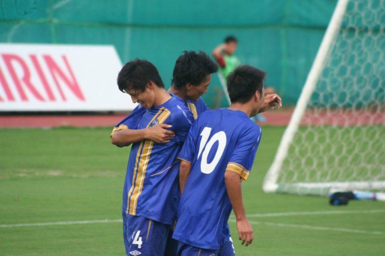 喜ぶ阪南大の選手たち