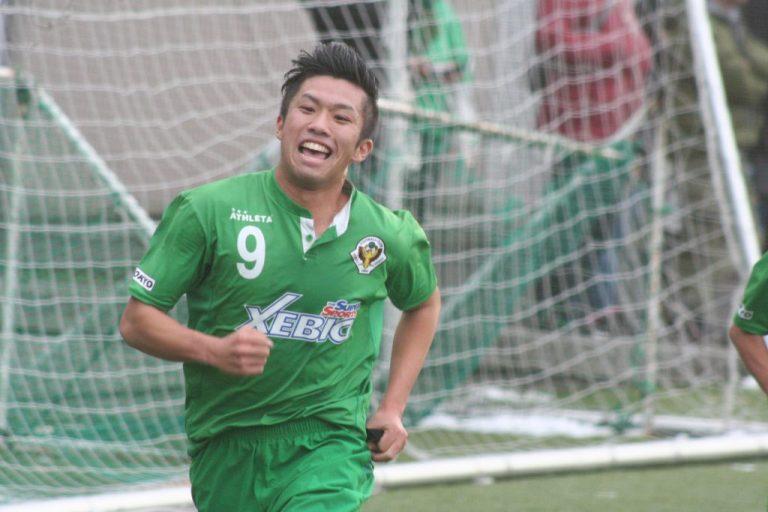 2点目を決めて喜ぶ平田竜士選手