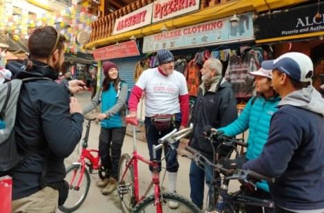 8_Nepal19-20_CICLISTIperCASO_arrivo_banchelli