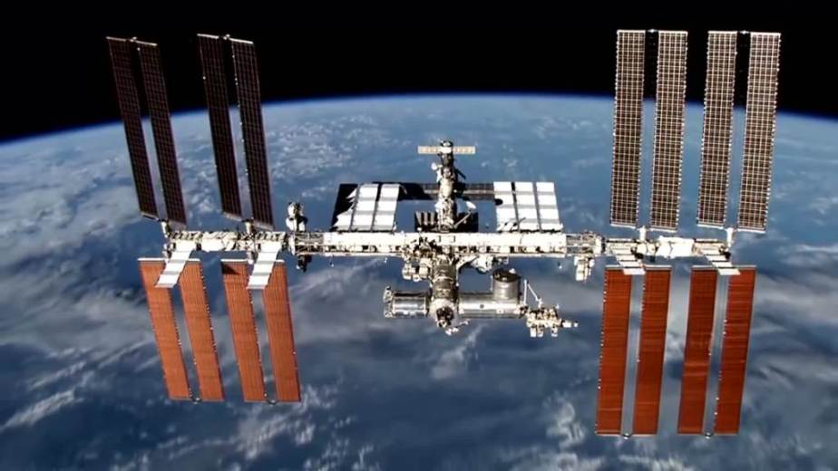 Orbit Timelapse - Intl Space Station - compiled by Selmes Films via NASA - 04