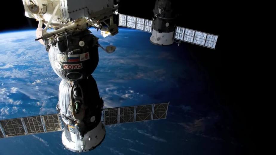 Orbit Timelapse - Intl Space Station - compiled by Selmes Films via NASA - 06