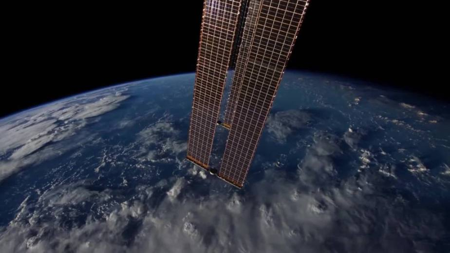 Orbit Timelapse - Intl Space Station - compiled by Selmes Films via NASA - 15