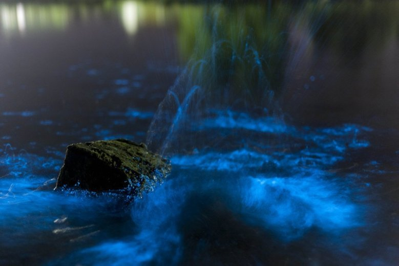 Blue watercraters - by Geraldina Dijkstra