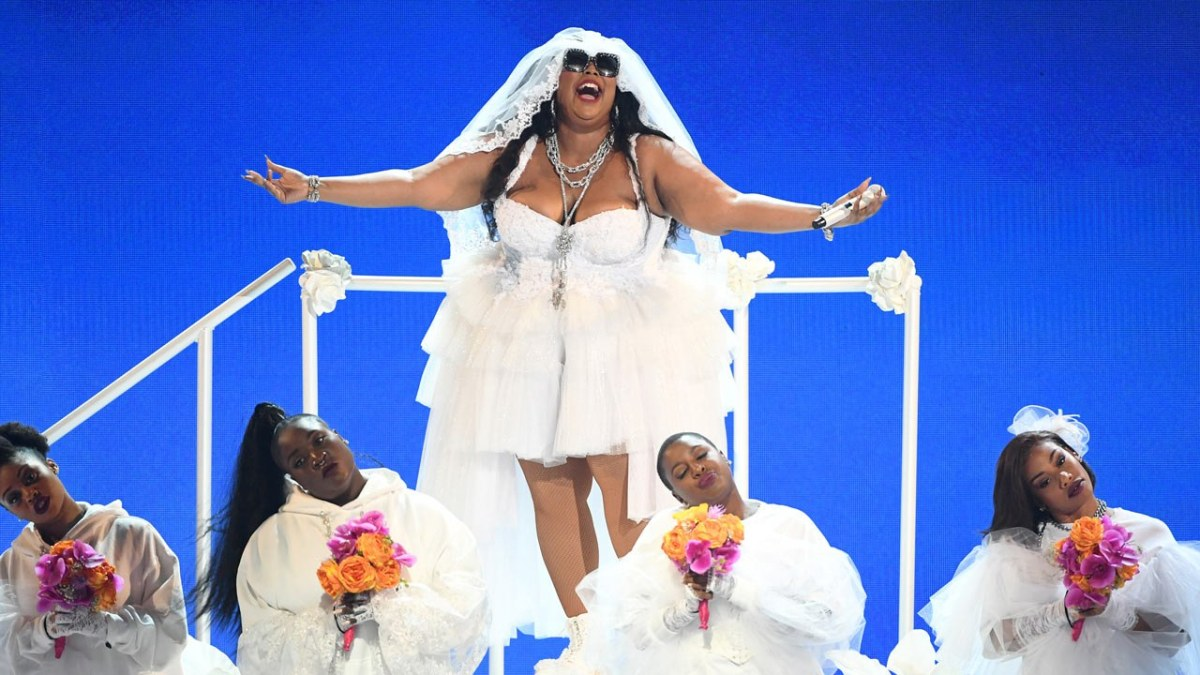 Lizzo and her dancers performing at the 2019 BET Awards.