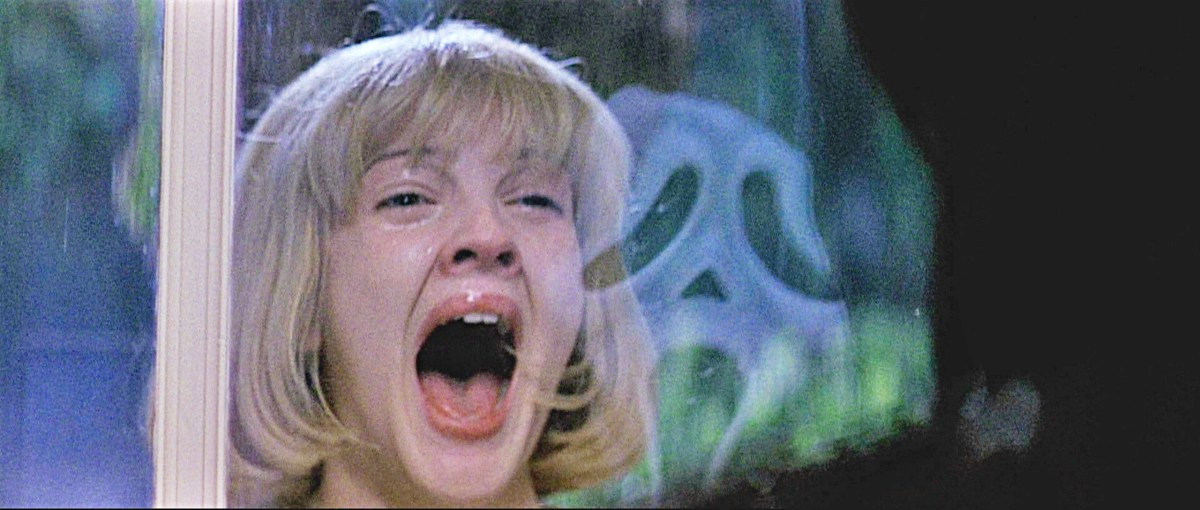 Screencap of iconic opening scene of Drew Barrymore in Scream.