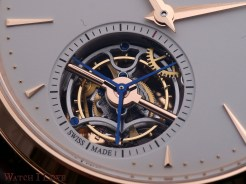 The tourbillon steals the show. An explosion of finishes and colours breaks the dials sobriety.