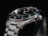 EDOX-SkyDiver-Military-case-bracelet-detail