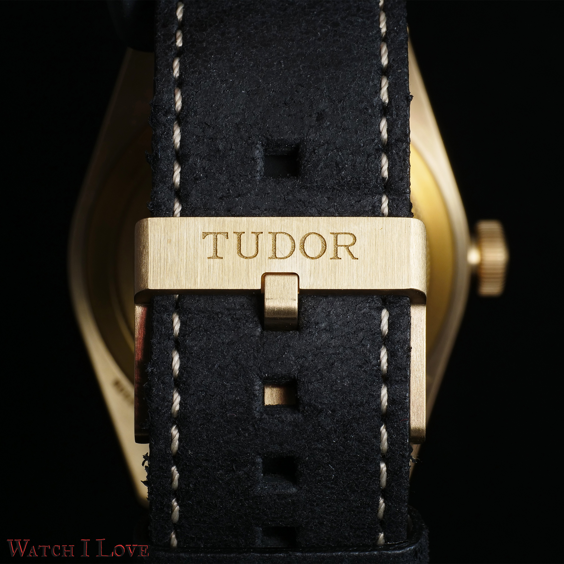 The pin buckle fitted on the leather strap