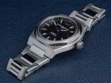 Girard-Perregaux-Laureato-42mm-Ref.-81010-11-634-11A-lifestyle-front-side