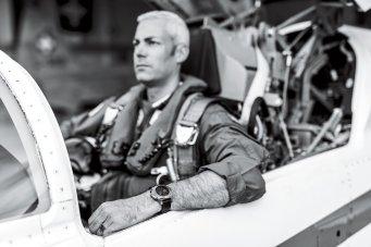19_swiss-air-force-team-jet-pilot-major-gunnar-jansen-wearing-the-avenger-swiss-air-force-team-limited-edition