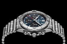 04_chronomat-b01-42-with-a-blue-dial-and-black-contrasting-chronograph-counters