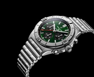 08_chronomat-b01-42-bentley-with-a-green-dial-and-black-contrasting-chronograph-counters