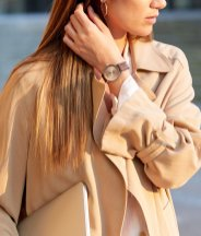 16_female-model-wearing-the-navitimer-automatic-35-with-a-copper-colored-dial-and-diamond-hour-markers-with-a-burgundy-alligator-leather-strap-1