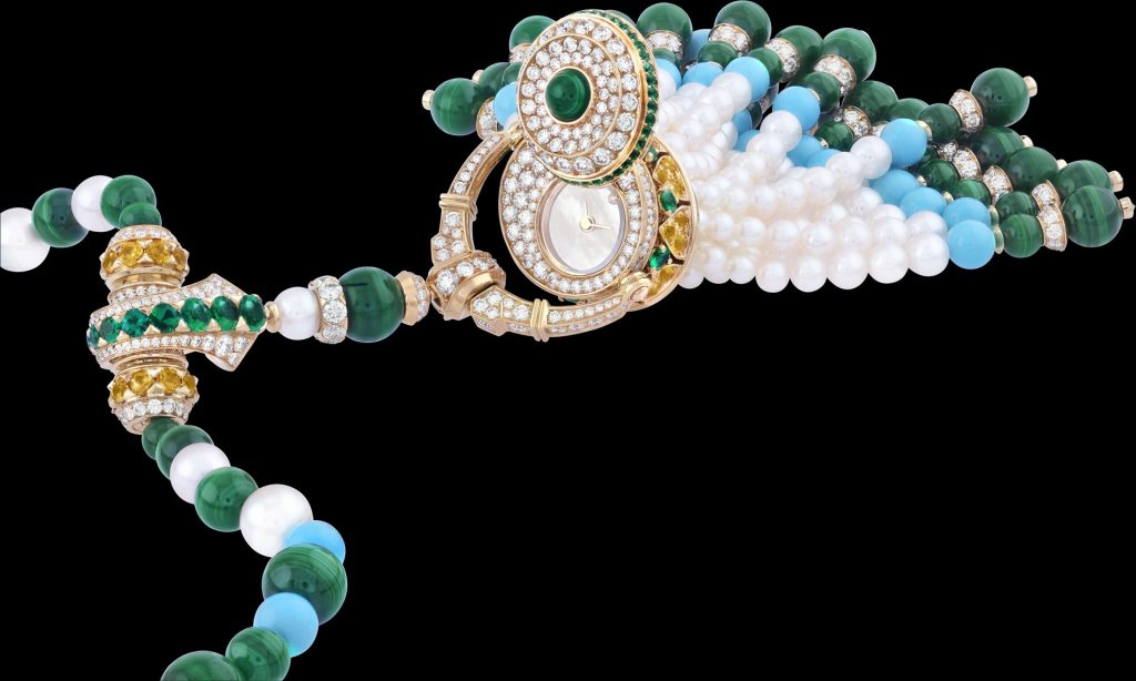 Focus on the Pompon Gaia transformable long necklace watch