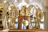 Model of the five-minute clock by Ludwig Teubner, dated 1896, executed as a bracket clock. Materials: Wood, glass, gilt brass, gear wheel in gold. Height: 31 centimetres. Today, the model is part of the exhibits of the Royal Cabinet of Mathematical and Physical Instruments in Dresden's Zwinger.
