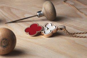 Alhambra secret pendant watch, rose gold, carnelian, diamonds, dial in white mother-of-pearl, quartz movement