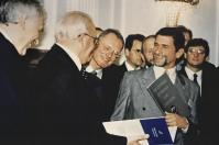 """Günter Blümlein with the then Federal President Roman Herzog at the award ceremony """"Courageous entrepreneurs the country needs"""", in July 1997"""
