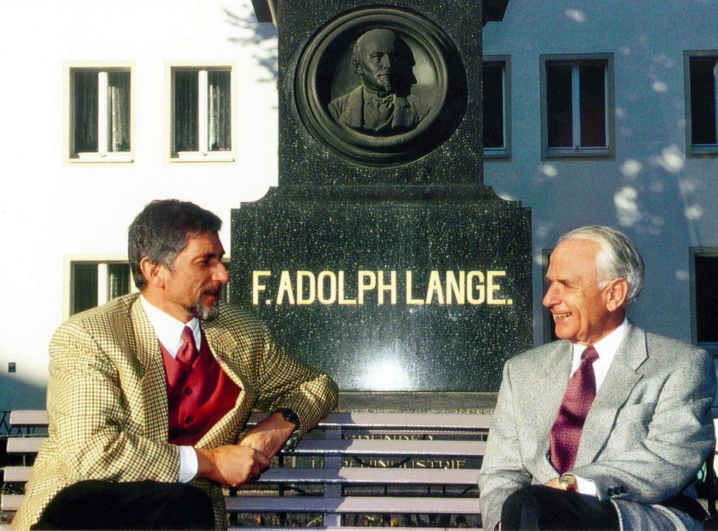 Günter Blümlein and Walter Lange in front of the monument to Ferdinand Adolph Lange in Glashütte 1994