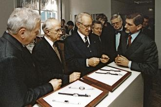 Hartmut Knothe, Walter Lange, former German Federal President Johannes Rau and Günter Blümlein at the inauguration of Lange's new Showroom, on 7 December 2000