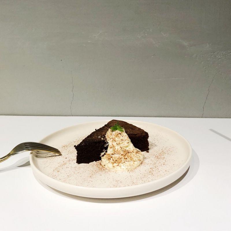 選了入口即化的綿綿巧克力蛋糕 大推薦
